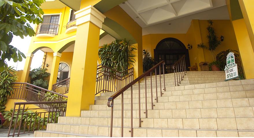 Disfruta de la comodidad y elegancia en las habitaciones del Apart Hotel La Cordillera