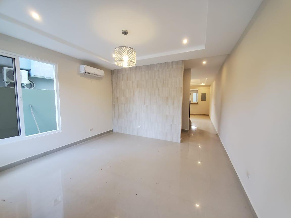 ¡Se venden Town House nuevos en Col. Villas Seran!