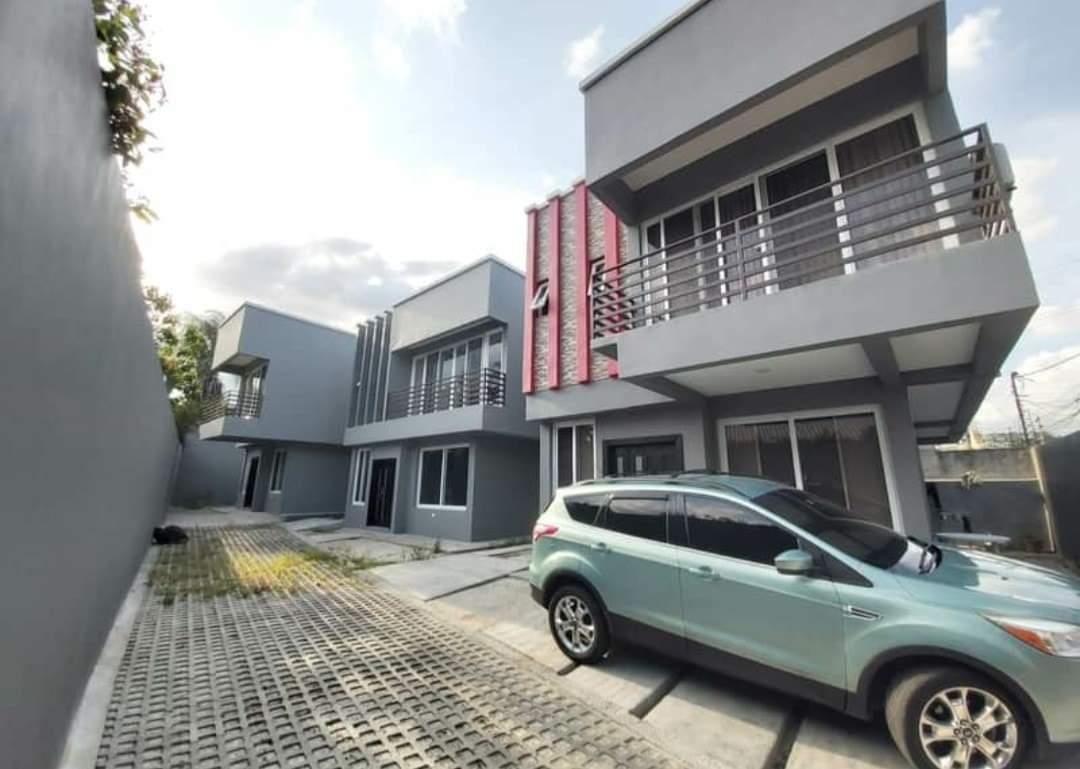 Se venden modernas casas en Res. Jardines del Valle.