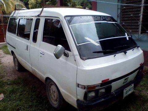 se vende busito Nissan KA24