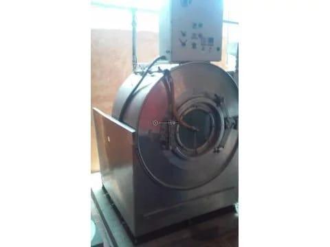 Lavadora extractora de 120 lb de capacidad.